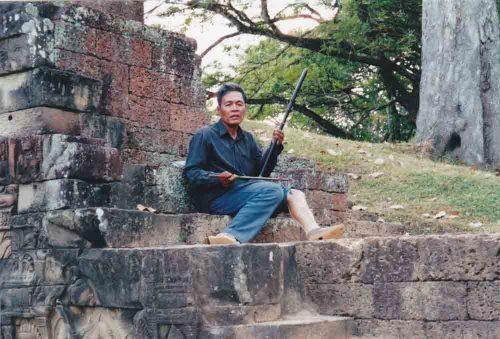 Angkor Wat - erhu player